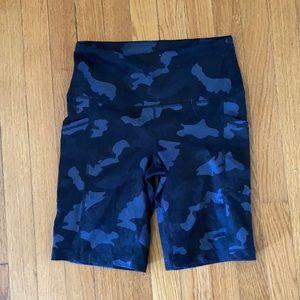 Yogalicious camo biker shorts size small